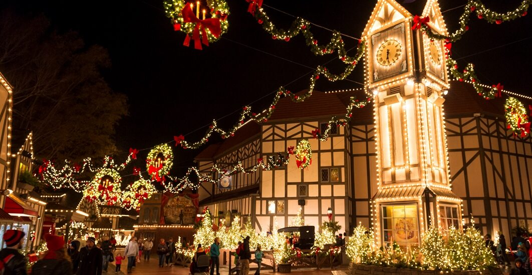 HOLIDAY DECORATING TIPS FROM THE EXPERTS AT BUSCH GARDENS® WILLIAMSBURG