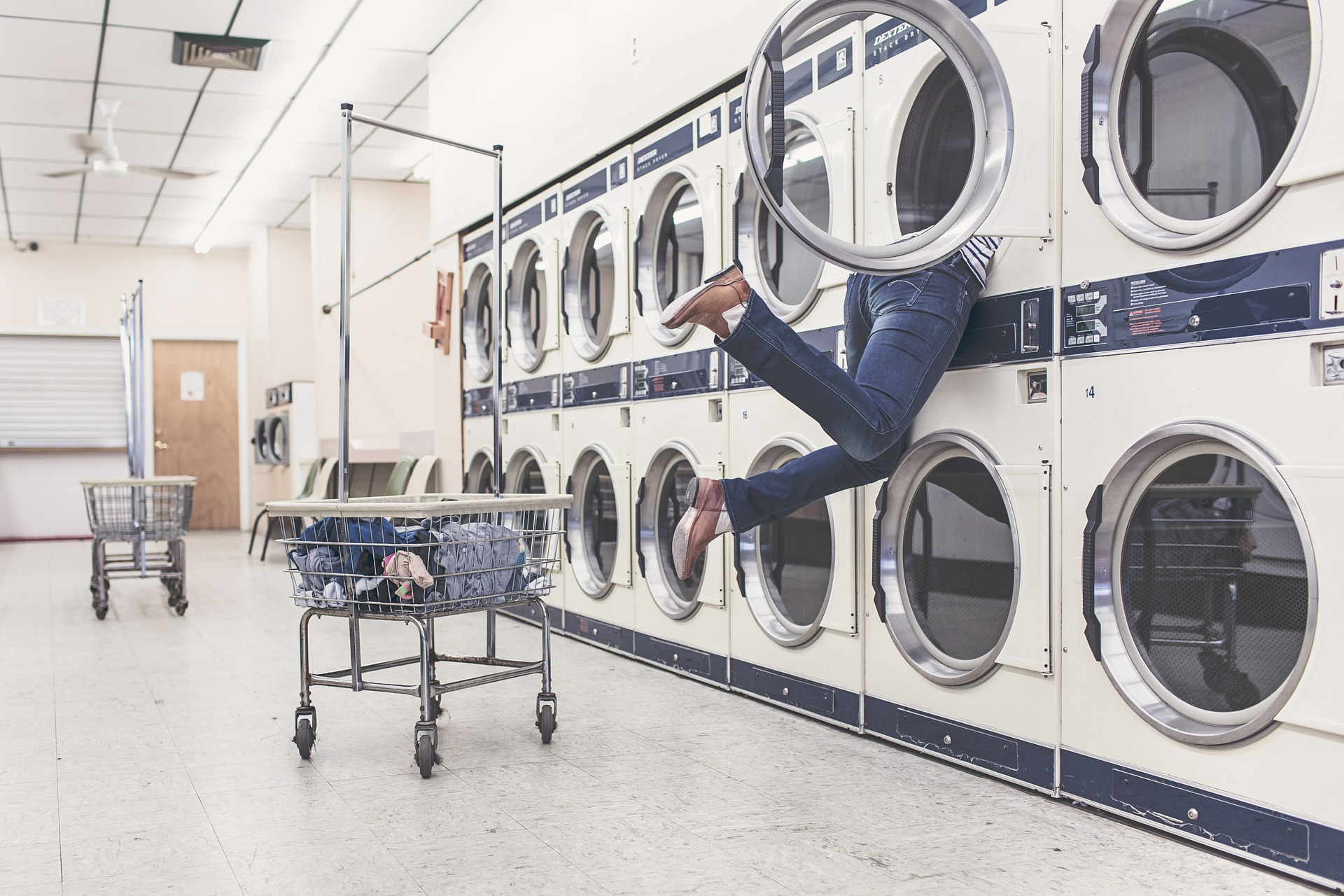 Washing Clothes Got You Down? 6 Must Haves To Do At A Laundry Mat